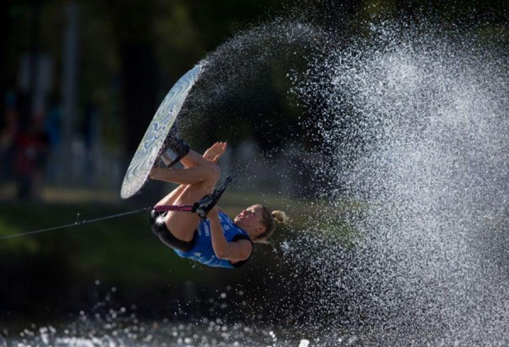 Trick skier